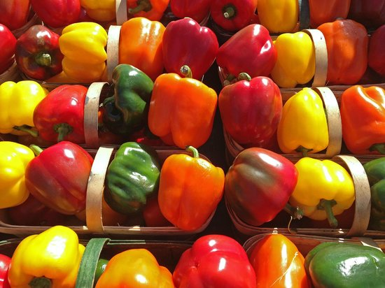 St. Jacobs Farmers Market: Fresh Bell Peppers on Display