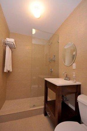Hotel Five44: Bathroom