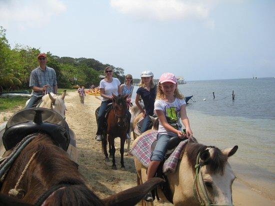 El Rancho Barrio Dorcas : Riding on the beach.