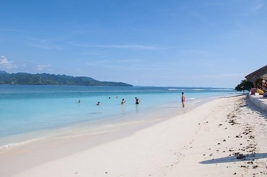 Hotel Vila Ombak: ombak beach