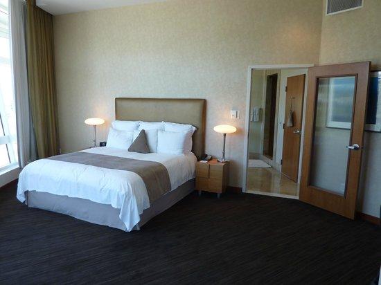 Loews Hollywood Hotel: Panorama suite bedroom