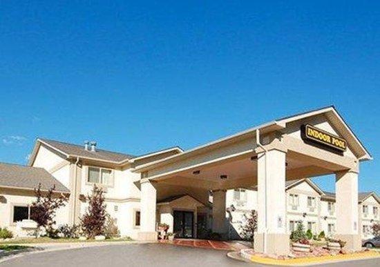 Econo Lodge Inn & Suites: Exterior