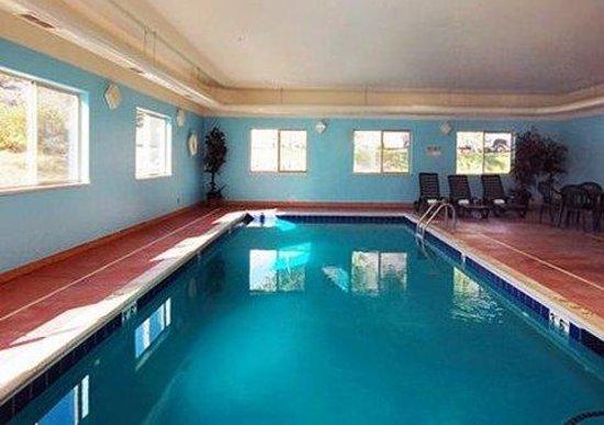 Econo Lodge Inn & Suites : Guest Room