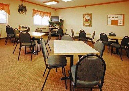 Econo Lodge Inn & Suites : COF