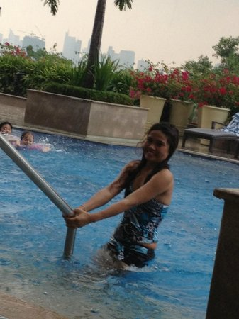 Manila Marriott Hotel: Great pool area