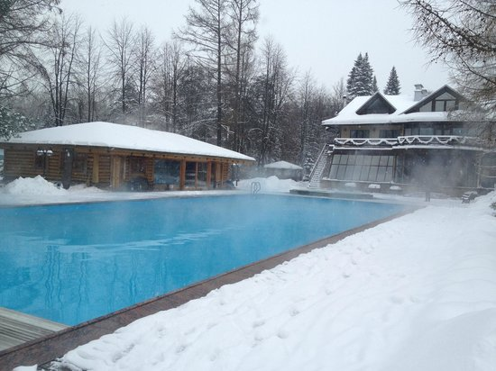 Sestroretsk, Rusya: Open-aor pool with hot water