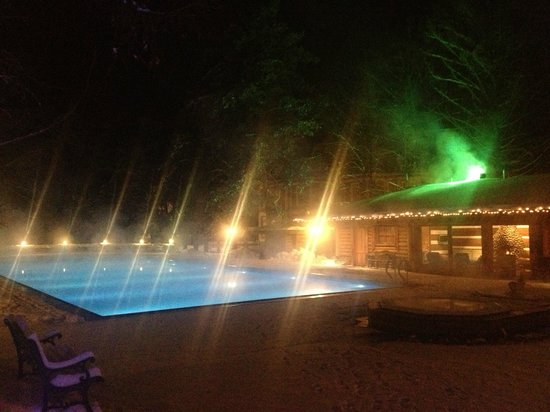 Skandinavia Country Club & SPA: Hot-water open-air pool at nignt