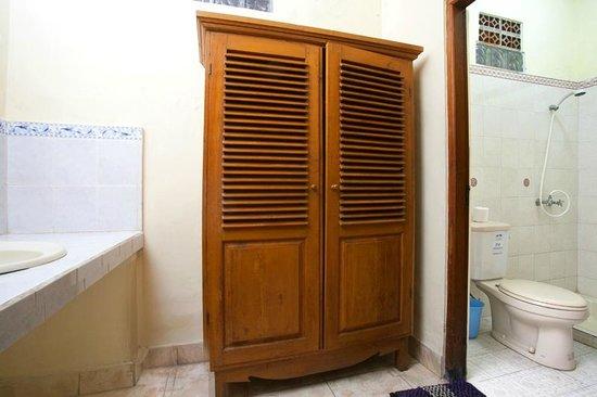 Agung & Sue Watering Hole II: Bath room