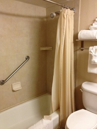 Hilton Sacramento Arden West : Bathroom executive floor