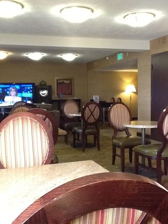Hilton Sacramento Arden West: Executive lounge