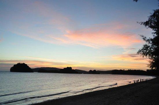 Noppharathara Beach : Sunset @ Hat Noppharat Beach
