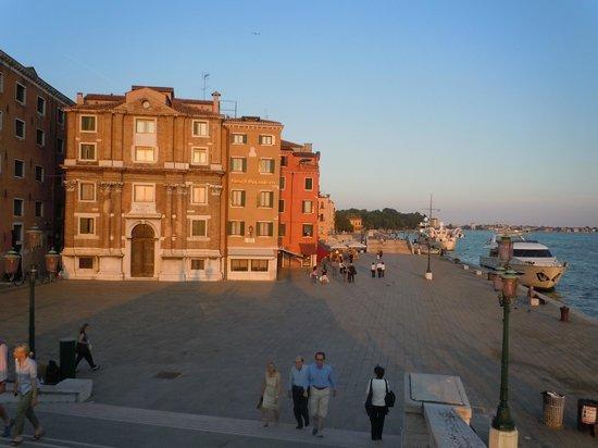 Osteria al Garanghelo : The setting sun highlights Venetian architecture around Giardini