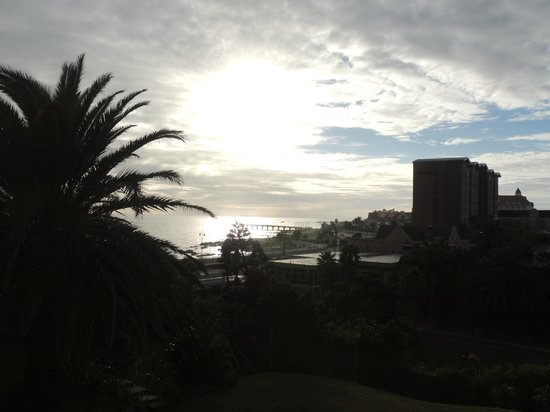 Brookes Hill Suites: Sunrise over Hobie Beach