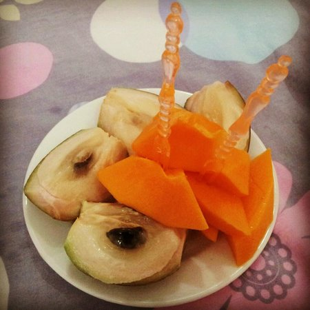 Vy Khanh Guesthouse : free fruits!!