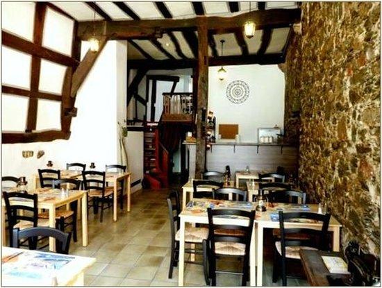 Leon's Creperie am Dom: Französisches Restaurant mit bretonischen Spezialitäten