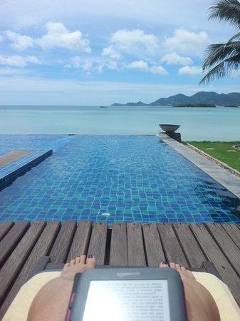 Baan Haad Ngam Boutique Resort & Villas: Pool, Sea and book ;-)
