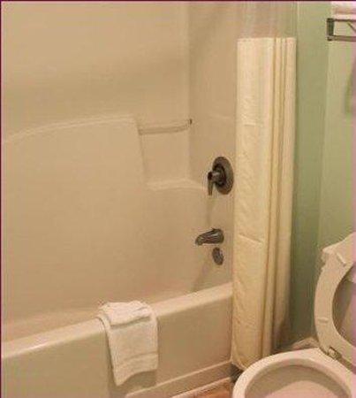 Parkerton Inn: Bathroom