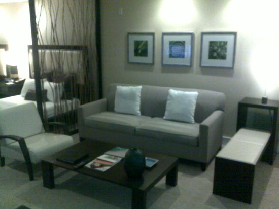 Provident Doral at The Blue Miami: Room Living room