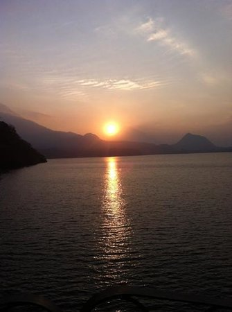 Kaalpul Atitlan Eco Hotel & Spa: sunset at Tosa La Laguna