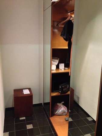 Novotel Balikpapan: Dresser