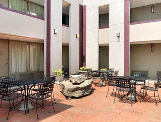 Extend a Suites West Memphis: Patio