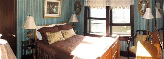 Queens Landing Guest House B&B: Noble Room