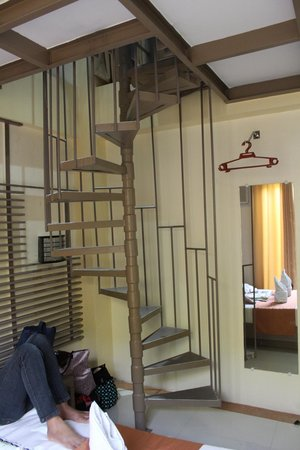 Metro Vigan Regency Hotel: spiral steps leading to the loft