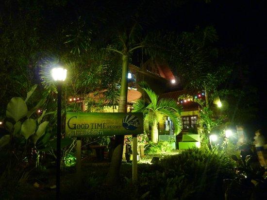 Good Time Resort Koh Mak: Aussenansicht bei Nacht