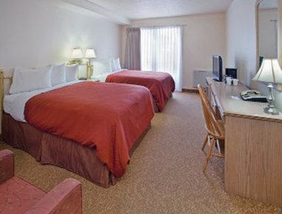 Travelodge Suites New Glasgow: Two Bed Guest Room