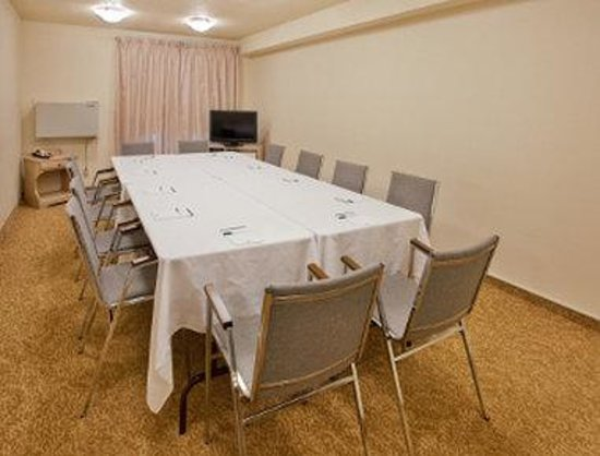 Travelodge Suites New Glasgow: Meeting Room