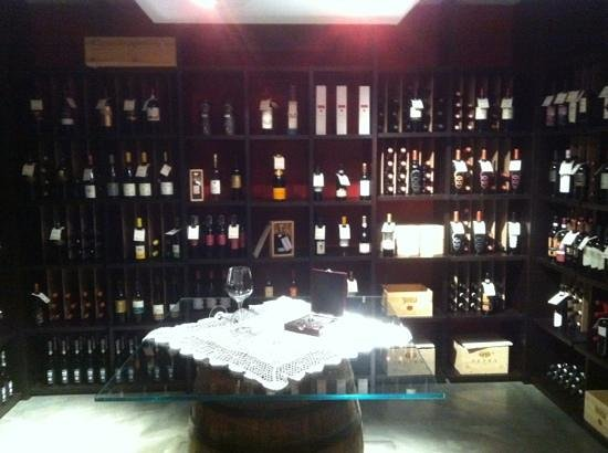 Hcp Zero Ristorante & Wine Bar : la cantina dei vini