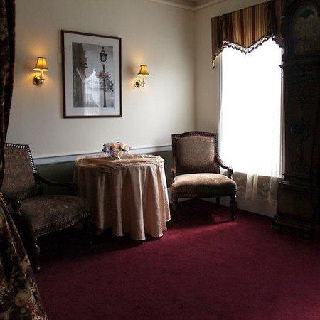 Essex Street Inn & Suites : Sitting Room