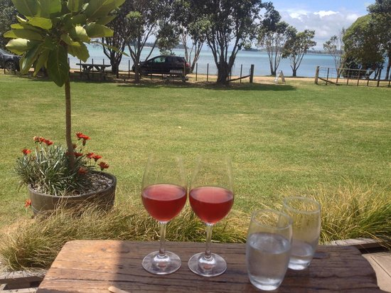 Man O' War Vineyards: Amazing Views from the Deck while enjoying a Rosé