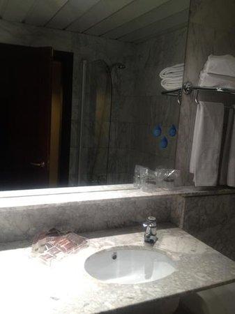 Hotel Catalonia Sabadell: Baño