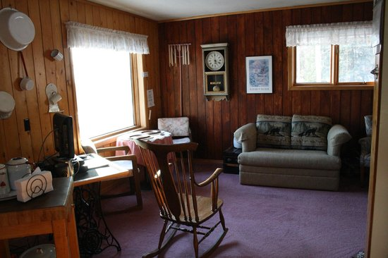 A Taste of Alaska Lodge: Annex Lodge - Lounge