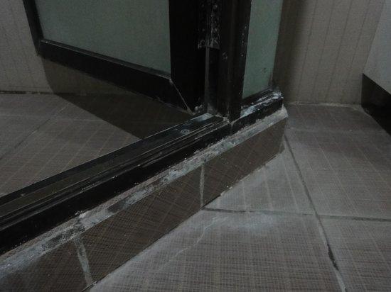 Palmbeach Resort & Spa: shower room