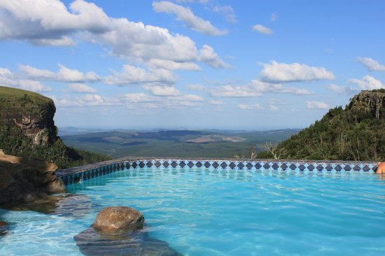 Panorama Chalets: Magnificent pool with a spectacular view
