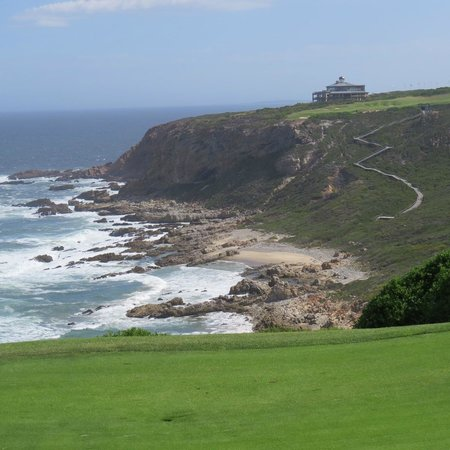 Pinnacle Point Beach and Golf Resort : on the course