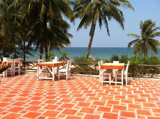 Tropicana Resort Phu Quoc: Outer dining area