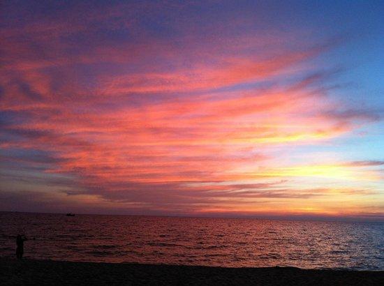تروبيكانا ريزورت: sunset from the room