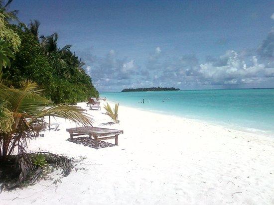 Sun Island Resort: Der Strand vor Zimmer 168