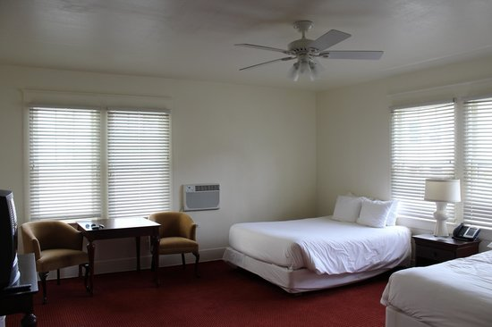 Hotel Atwater: Upgraded double queen room.