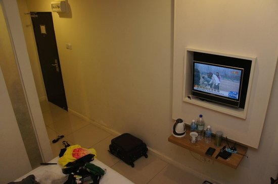 KK Suites Hotel: Small TV and small space