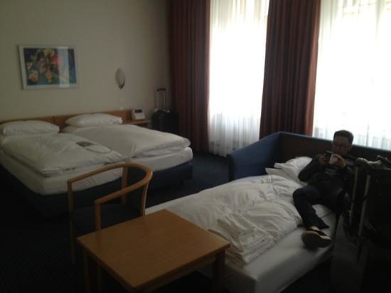 Best Western Plus Hotel Zuercherhof: spacious room for 3 adults