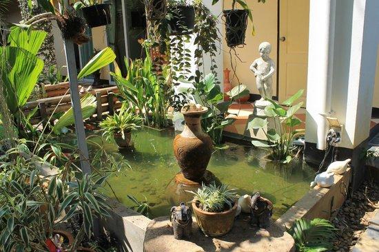 Guesthouse Liam's Suan Dok Mai : aan de inkom