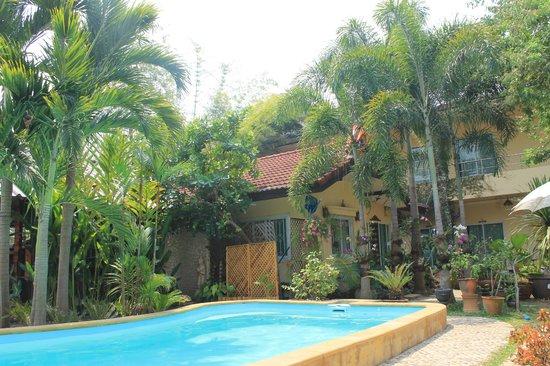 Guesthouse Liam's Suan Dok Mai : het zwembad