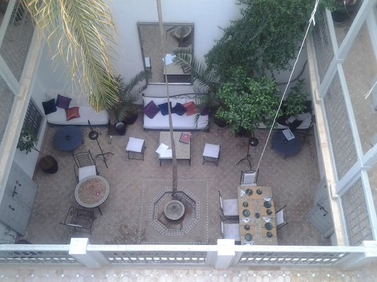 Riad Dar Nabila: Courtyard from roof looking down within