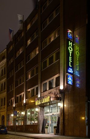 Luxury Family Hotel Bila Labut: Hotel at night