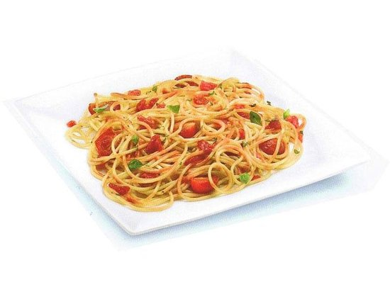 The Salty Dog Cafe: Spaghetti with tomato sauce, cherry tomatoes and basil leaves