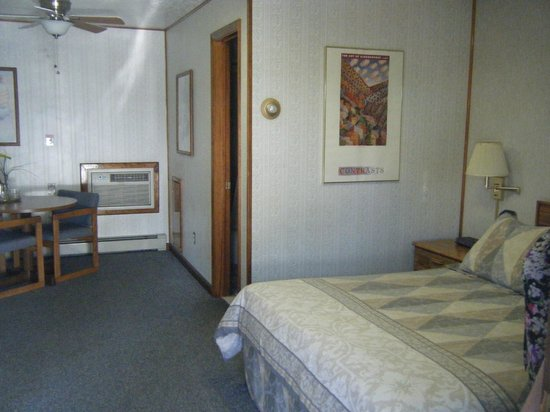 Monterey Motel: Room 11